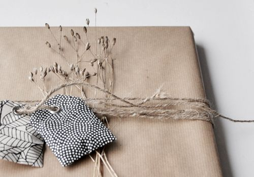 NATURKINDER: Wrapping a Gardening Book, adding a couple of seed bags
